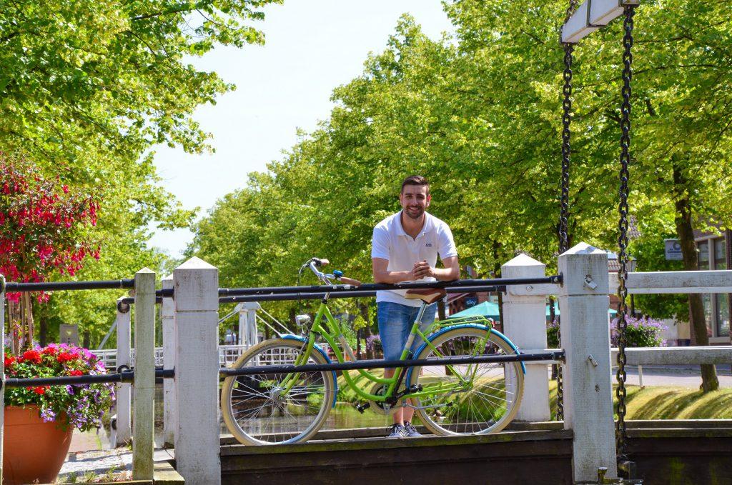 Per Rad die Region, wie unter anderem Papenburg, erkunden und danach mit der Bahn weiter fahren. Das Emsland-Touren-Ticket der WestfalenBahn macht es möglich. Foto: WestfalenBahn
