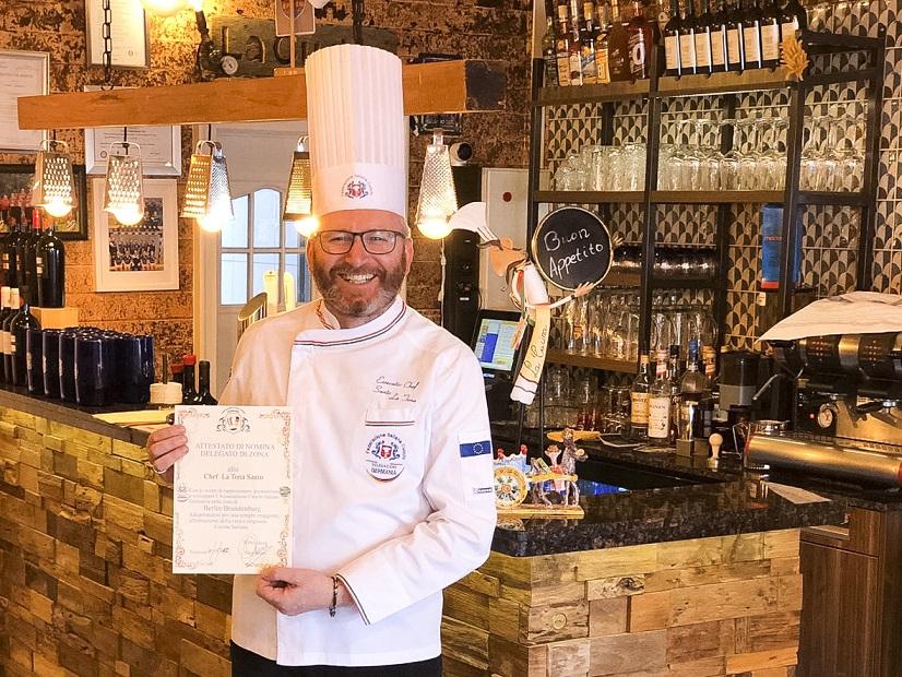 Santino la Tona ist stolz auf die Zertifizierung seiner Küche. Privat-Foto