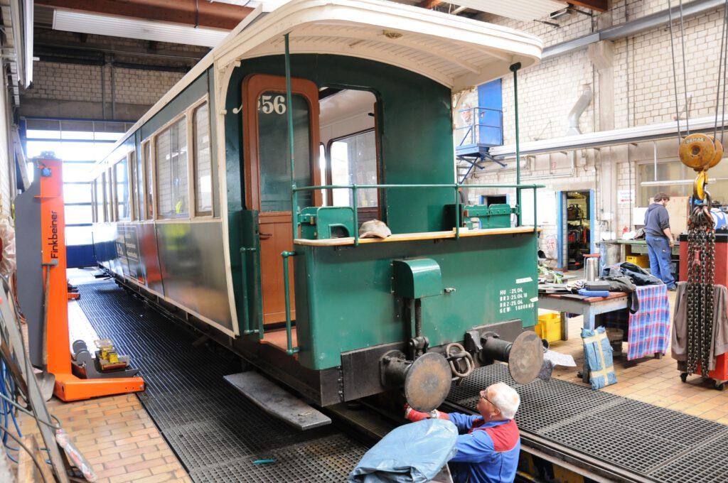 Hinter die Kulissen der Borkumer Kleinbahn können auch Urlauber bei speziellen Führungen durch die Werkstatt blicken. CA-Foto