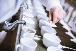 Für eine gleichbleibende Teemischung sind die Teetester von Bünting zuständig. Foto: Bünting Unternehmensgruppe