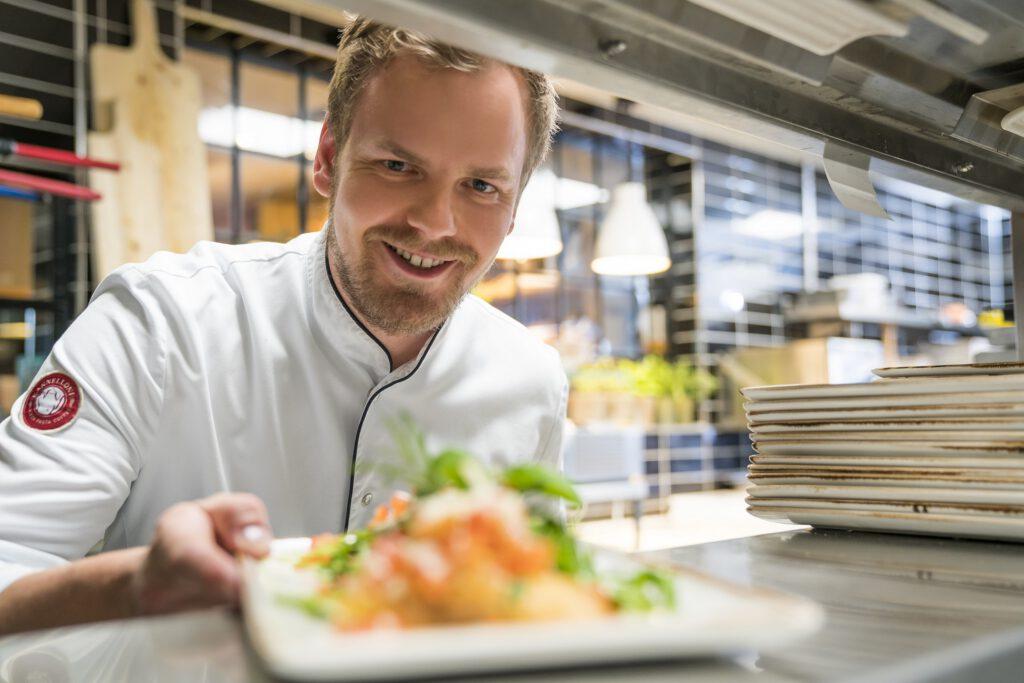 Jan Kieseling ist der Chefkoch im Kannelloni in Heede. Foto: Kanne Gruppe