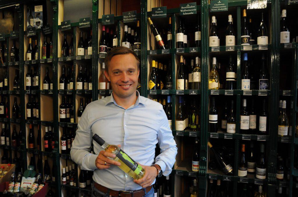 Führt das Traditionsunternehmen Wein Wolff in Leer in der siebten Generation: Jan Wolff. CA-Foto