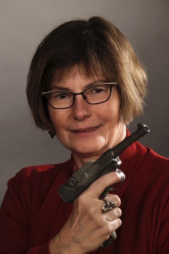 Die Leeraner Autorin Heike Gerdes liebt Krimis. Privat-Foto