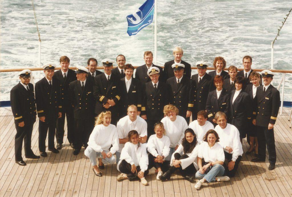 Kiona (vorne links, knieend) hat sich schnell an Bord von Kreuzfahrtschiffen wohl gefühlt. Privat-Foto.