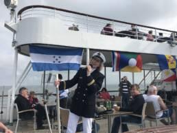 Sorgt sonst auf Kreuzfahrtschiffen für Stimmung: Kiona Ihmels aus Grabstede. CA-Foto