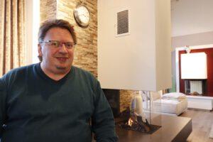 Friedhelm Garbe ist Filialleiter des Heseler Kaminstudios im Rheder Ems-Dollart-Zentrum. CA-Foto